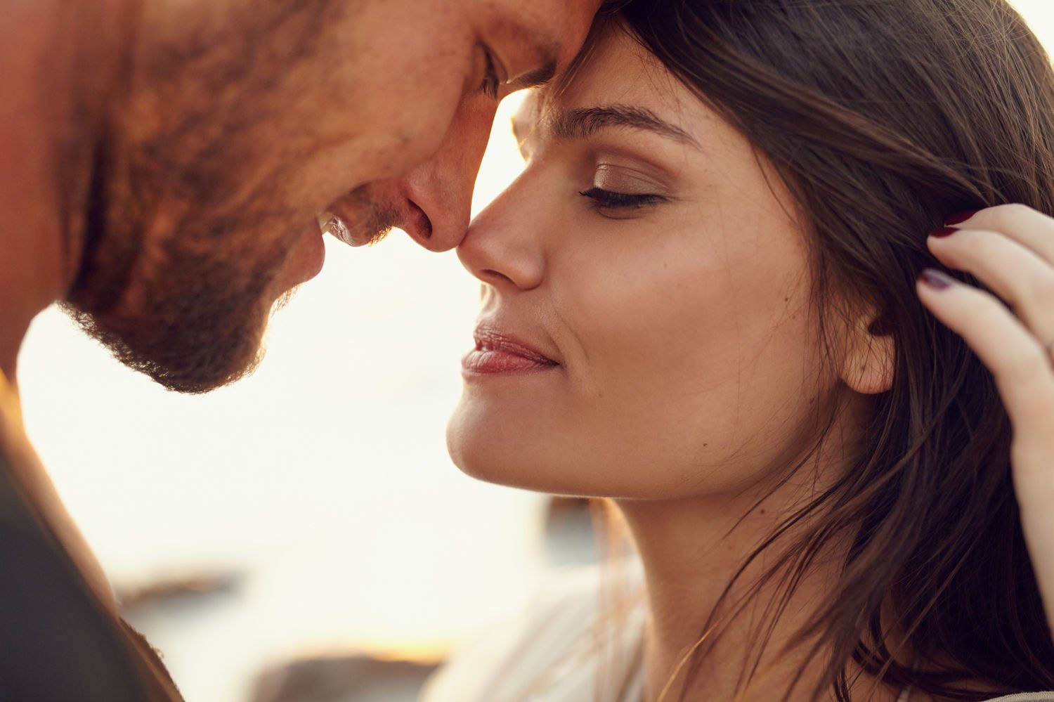 signs your man is in a mood to kiss you