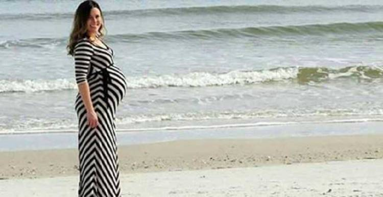 This photograph of pregnant woman is going viral on internet